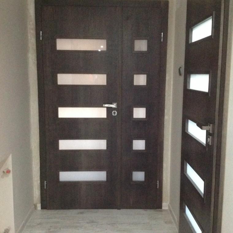 Nowoczesna stylizacja lub Drzwi w kolorze antracyt.