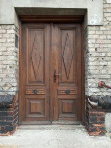 Drzwi drewniane są ponadczasowe. Toinwestycja nadługie lata.